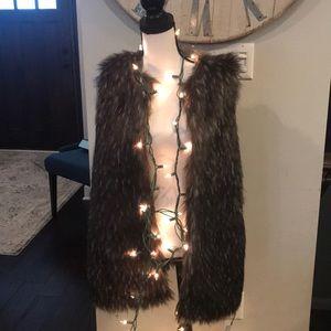 ❄️ winter is coming faux fur vest Trouve size med